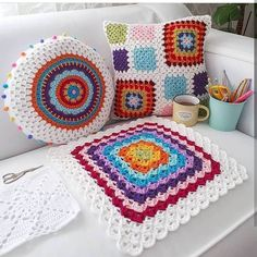 51 Ideas crochet granny square blanket for beginners yarns Crochet Pillow Pattern, Crochet Cushions, Baby Blanket Crochet, Pillow Patterns, Crochet Home, Crochet Granny, Crochet Stitches, Crochet Style, Crochet For Beginners Blanket