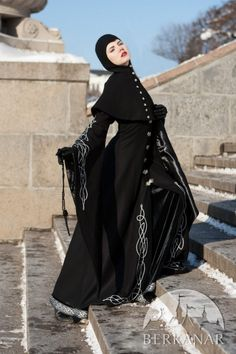 Шерстяное готическое пальто с капюшоном