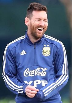 After a particularly disappointing season, it's nice to see him smile again 😊 Lional Messi, Criminal Minds, Barcelona, Soccer, Tumblr, King, Smile, Sport, Buenos Aires
