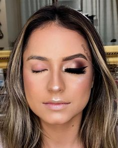 Catch Up On Your Beauty Rest With These Insomnia Tips Kiss Makeup, Bride Makeup, Wedding Hair And Makeup, Hair Makeup, Bright Eye Makeup, Simple Eye Makeup, Makeup For Brown Eyes, Makeup Tips, Beauty Makeup