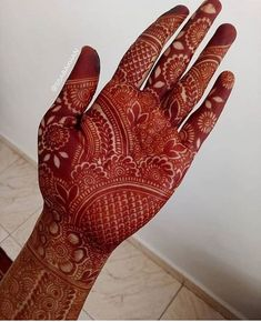 Nowadays , We'have seen that bride tell their love stories in the form of mehndi. Some brides choose minimal mehndi, when some brides choose personalized or typical traditional Indian mehndi designs. Indian Henna Designs, Stylish Mehndi Designs, Dulhan Mehndi Designs, Wedding Mehndi Designs, Mehndi Design Pictures, Best Mehndi Designs, Beautiful Henna Designs, Mehandi Designs, Mehendi