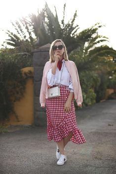 Falda de vichy y volantes, nuevo look en el blog: http://www.myshowroomblog.es/looks/fin-de-semana/falda-de-vichy-y-volantes/