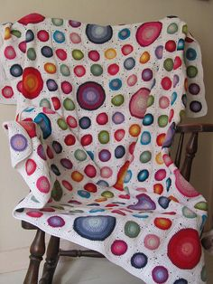 Happy Colours Blanket tutorial by Just Do. Happy indeed!  The tutorial explains how to make the small and the large circles, and how to make them into a square.