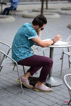 Men's Blue Print Short Sleeve Shirt, Dark Purple Chinos, Light Violet Leather Brogues