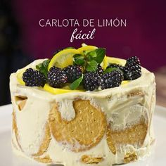 We present you an exquisite dessert, it is the delicious lemon carlota with maría cookies. It is a preparation for any occasion, you have to try it! It is a very easy recipe, fast and with a sweet taste that you will love. Sweet Desserts, No Bake Desserts, Easy Desserts, Sweet Recipes, Delicious Desserts, Cake Recipes, Dessert Recipes, Yummy Food, Food Cakes