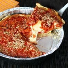 Chicago Deep Dish Pizza is the perfect comfort meal with its flaky buttery crust oozing mozzarella and zesty Italian pepperoni. Cold Vegetable Pizza, Vegetable Pizza Recipes, Flatbread Pizza Recipes, Italian Dishes, Italian Recipes, Good Pizza, Pizza Pizza, Pizza Dough, Pizza Calzones