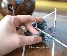 Knitting Stiches, Knitting Socks, Knitting Patterns, Knitting Tutorials, Crochet Socks, Knit Crochet, Handicraft, Mittens, Sewing Crafts