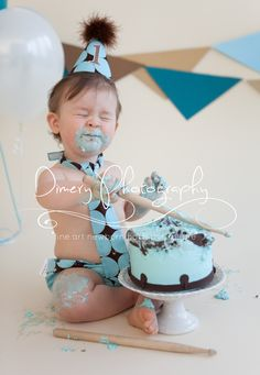 Brown and Blue cake smash © Dimery Photography #cakesmash