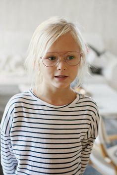 Söta barn med glasögon  a2339f54ad733
