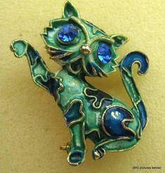 Vintage-Brooch-Pin-SIGNED-LISNER-Blue-Rhinestone-Cat-Kitten-Enamel-Green-Gold-to