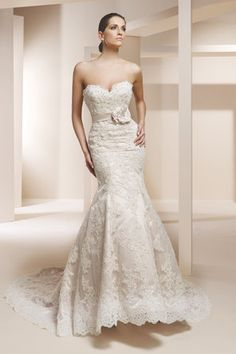 Gorgeous lace with sweetheart neckline and pretty belt