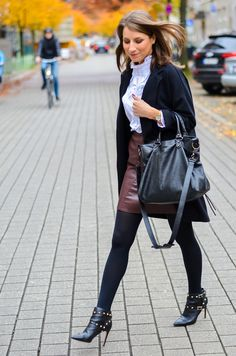 OUTFIT RÜSCHENBLUSE IM HERBSTLICHEN LOOK - I was wearing a ruffled blouse and fake leather skirt from Zara , black  cotton tights , a black cardigan and my Valentino Rockstud Ankle Boots