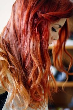 Red hair with blonde tips. Lua P.