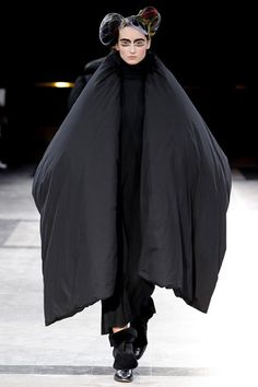 Yohji Yamamoto Fall 2014 Ready-to-Wear Collection Slideshow on Style.com