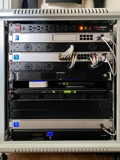 Upgraded my home lab recently : homelab Structured Wiring, Structured Cabling, Data Center Design, Network Rack, Build A Pc, Drawing Desk, Server Rack, Lab Tech, Electrical Projects