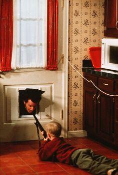 """Macaulay Culkin and Daniel Stern in """"Home Alone"""" (1990)"""