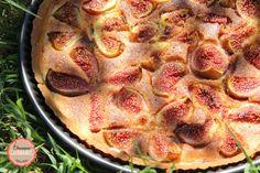 tarte amandine aux figues, une pâte brisée et de délicieuses figues dont le goût est relevé par le goût subtil des amandes