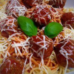 Ti Küldtétek Recept (A recept beküldője: Pintér Alexa) Olaszos húsgombócok Szafi Fitt bolognai alappal        Olaszos húsgombócok Szafi Fitt bolognai alappal     Recept:  500 g darált húst fűszereztem - sóval, borssal, oregánóval, bazsalikommal.  Hozzáadtam 2 db tojást és kb. 10 e Bologna, Fitt, Spaghetti, Ethnic Recipes, Spaghetti Noodles
