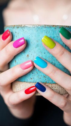 Whether male female cis queer or gender fluid these rainbow nail designs are a chance to explore a world of color. Fancy Nails, Love Nails, Pink Nails, Pretty Nails, My Nails, Multicolored Nails, Nagellack Trends, Best Nail Art Designs, Rainbow Nails
