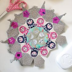Another night another #lapassacaglia rosette I think I'm going to be kind of sad when I finish this quilt #mpclapassacaglia