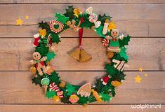 Kerstkrans AdventsCALender haken - CAL - Wolplein.nl   Alles voor breien en haken! Winter Christmas, Xmas, Advent, Minis, Crochet Winter, Winter Wonderland, Free Crochet, Christmas Decorations, Christmas Ornaments