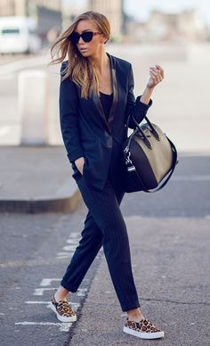awesome+casual+outfit+idea+/+bag+++suit+++top+++printed+slipon