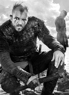 Floke, Vikings, character, wild, warrior, hand, powerful face, beard, make-up, intense eyes, portrait, great tv, photo b/w.