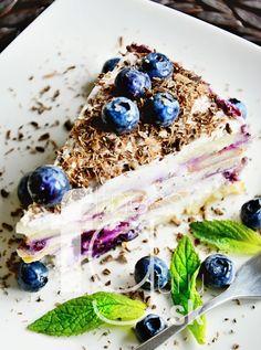 Tvarohová torta s celozrnnými piškotami a lesným ovocím