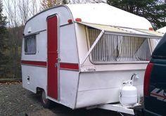 Notre roulotte qui est la cabine d'essayage!