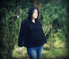 Poncho à capuche noir grosse maille tricoté main au crochet made in France Normandie : Echarpe, foulard, cravate par c-comme-celine