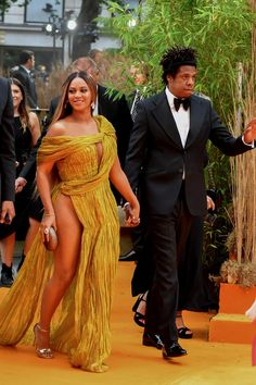 Check out Beyonce @ Iomoio Queen B Beyonce, Beyonce And Jay Z, Beautiful Black Women, Beautiful People, Celebrity Couples, Celebrity Style, Idol, Beyonce Knowles Carter, Beyonce Style
