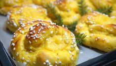Saffrans krämkaka - Victorias provkök Grandma Cookies, Cookie Box, No Bake Desserts, Muffin, Victoria, Baking, Breakfast, Ethnic Recipes, Food