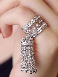 Big Wedding Crystal Tassel Ring Baroque Jewelry for Women Luxury Brand European Fashion Drop Dangle Finger Anillos anel feminino Antique Jewellery Designs, Fancy Jewellery, Stylish Jewelry, Cute Jewelry, Bridal Jewelry, Luxury Jewelry, Trendy Fashion Jewelry, Cheap Fashion, Fashion Clothes