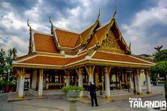 Templo Ratchanatdaram y Loha Prasat de Bangkok, un punto de visita obligada para quien esté en Khao san road. ¡Ven a conocer este santuario de Tailandia! #bangkok #templos #tailandia #vacaciones #viajar http://www.portaldetailandia.com/loha-prasat-de-bangkok/