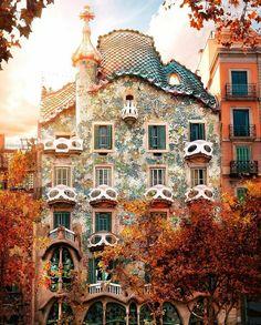 Living Europe (@living_europe) в Instagram: «Casa Batlló colors ~ Barcelona, Spain Photo: @dariovero_ Congrats! TAG your BEST friend! ⬇…»