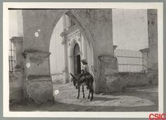 Pórtico de de entrada a la Iglesia de San Juan Bautista del municipio de Villa García en el estado de Nuevo León.