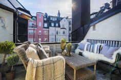Lagerlings har förmedlat fler våningar på Östermalm än någon annan mäklare. Här presenterar vi några av de vackra hem vi erbjuder just nu.
