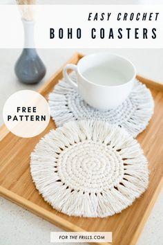 Boho Crochet Coasters - free pattern + video tutorial - for the frills Mode Crochet, Crochet Diy, Crochet Home Decor, Crochet Gifts, Learn To Crochet, Beginner Crochet, Crochet Ideas To Sell, Tutorial Crochet, Crochet Instructions