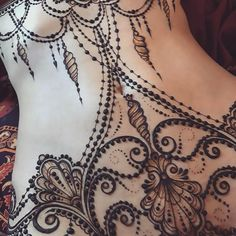 "1,350 Likes, 35 Comments - The Art of Mehndi&Erotic Henna (@ginkas_arts) on Instagram: ""Seashell inspired design#GINKASEROTIC Ракушки, нити жемчуга и волны в качестве основного мотива…"""