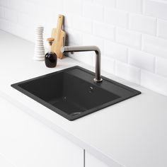 HÄLLVIKEN inbouwspoelbak | IKEA IKEAnl IKEAnederland inspiratie wooninspiratie interieur wooninterieur designdroom spoelbak keuken afwassen afspoelen bak zwart kwartscomposiet