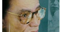 """د. مصطفى محمود - كتاب الذين ضحكوا حتى البكاء  الكتاب عبارة عن مجموعة من القصص المتباينة وهى قتيل بدون قاتـــــل-أعمال صالحه جـدا-نهايه الشبـــــــح- حكايه مدير البنـك - قبر الاسكنــــــدر- الجراح الخفـــــي مات وهو يضحـــك-حكايه طفل الانابيب -الثلاثـه .  ولم يقصد الكاتب القصص للمتعة فقط إنما أراد من ورائها معانى متعدده وافكار جليلة.  """"التوبة عن الذنب لا تكون مفهومة إلا من رجل قادر على الذنب .. فهو يقلع عن ذنبه بإرادته أما فاقد الإرادة وفاقد الإختيار وفاقد القدرة فهو كذاب إذا إدعى توبة لأن…"""
