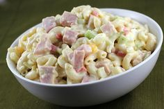 Macaroni Salad Recipe Want an easy snack or party dish? Try this simple macaroni salad recipe. Macaroni salad, similar to spaghetti, is typically served during fiestas or any celebration, such as fami Macaroni Salad With Ham, Macaroni Pasta, Ham Salad Recipes, Salads For A Crowd, Grandmothers Kitchen, Cold Pasta, Fusilli, Nutrition Education, Cookies Et Biscuits