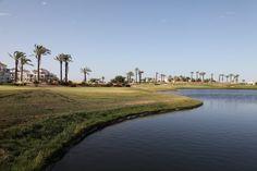 Mar Menor Golf  De första 9 hålen är designade av Dave Thomas och blev klara 2005 och de sista nio är Nicklaus design invigdes 2009. Det är en väldesignad bana som uppskattas av såväl nyare golfare som proffs. Den är relativt flack, öppen med mycket vattenhinder.