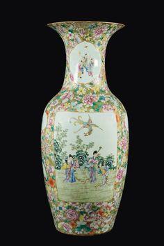 A large Famille-Rose porcelain vase, Qing Dynasty, Guangxu Period (1875-1908)