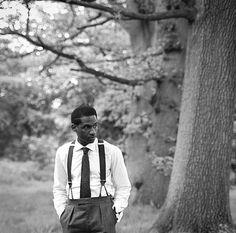 Leon Bridges wants to bring back classic menswear. Leon Bridges, Soul Singers, Coming Home, Stylish Men, Who What Wear, Mens Fashion, 1950s Fashion, Menswear, Hipster