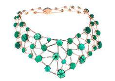 L'instant mode : Amal, le collier parfait de Selim Mouzannar. Connaissez-vous les émeraudes trapiches, ces pierres dont le centre est comme tatoué d'un hexagone parfait ?