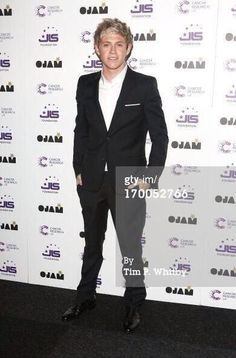 Niall in a suit will never get old