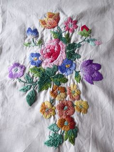 VINTAGE HAND EMBROIDERED PICTURE PANEL  - BEAUTIFULLY EMBROIDERED FLORALS