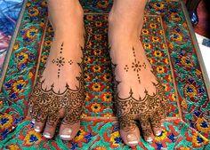 Henna Tattoo Design On Feet Mehndi Tattoo, Henna Tattoo Designs, Henna Mehndi, Henna Art, Mehndi Designs, Hand Henna, Henna Tattoos, Tatoos, Arabic Henna