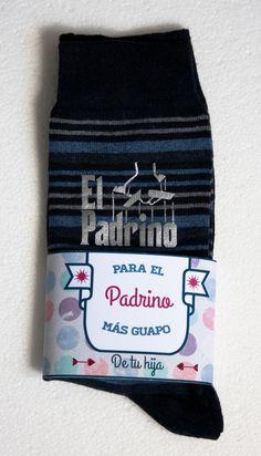 ¿Buscas unos calcetines de boda personalizados para regalar a tu padre como detalle original por ser el padrino de la boda? En http://losdetallesdetuboda.com/calcetines-para-novios-43 encontrarás los más originales.